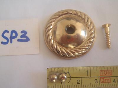 A ROPE EDGED POLISHED BRASS DOOR KNOCKER STRIKER PLATE 34 mm IN DIA (ref) SP 3