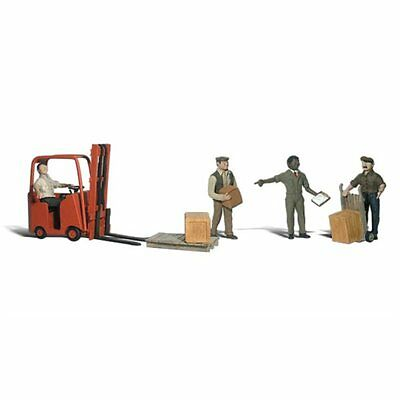 Painted Workers with Forklift (OO/HO figures) Woodland Scenics A1911 free post