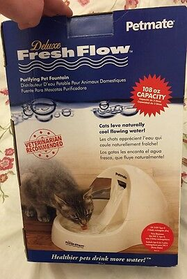 PetMate Delux pet water fountain dispenser 3 litre capacity NEW in box cat / dog