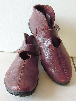 chaussures TRIPPEN   T 38 fr  37 allemand   CUIR TBE rouge