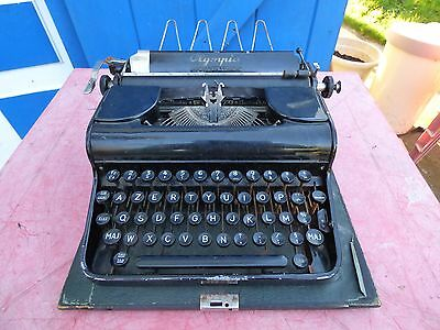 machine à écrire Olympia vintage typewriter decor loft