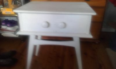 Bed side table used