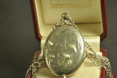 """Beautiful  vintage Sterling Silver  Locket (1.5"""") Pendant Necklace 18Inch Chain"""