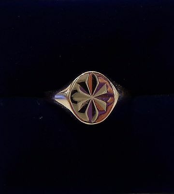 Vintage c.1976 Patterned Signet Ring in 9ct Yellow Gold - Size O 1/2