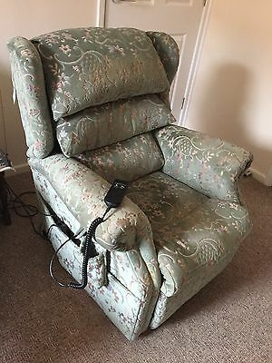 Electric mobility reclining chair