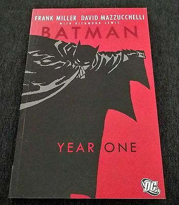 Batman: Year One by Frank Miller and David Mazzucchelli (Paperback)