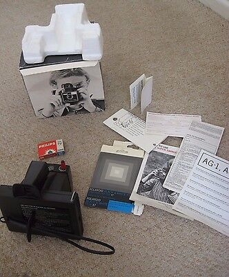 Polaroid Super Swinger Instant Land Camera - With Box, flash bulb & Instructions