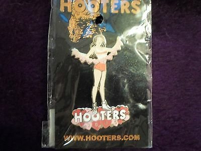 Hooters Pins  - Valentines Day Pin 2005 - Lqqk!