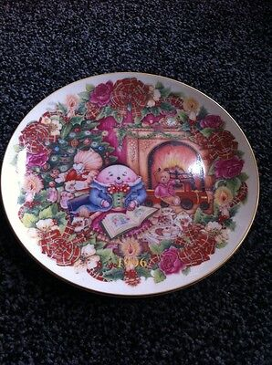 Royal Doulton The Night Before Christmas China Plate 1996 Collectable Gold Edge