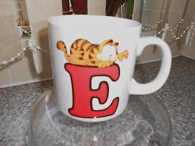 vintageGARFIELD 'E' personalised MUG BY UNITED FEATURE SYNDICATE XMAS - 1978