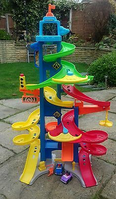Fisher Price Little People Skyway City includes 2x cars