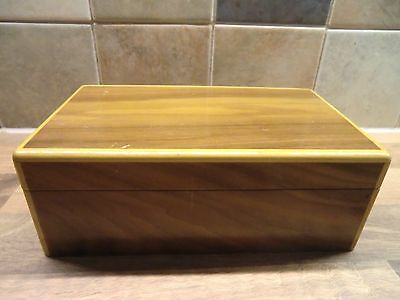 LOVELY COLLECTABLE VINTAGE 1950's  MUSICAL POLISHED WOOD CIGARETTE BOX