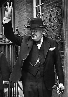 Art Print POSTER Winston Churchill Giving the V for Victory