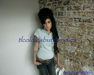 Amy Winehouse Leans Brick Wall Singer Talented Star Great Rare 8X10 Photo #0036