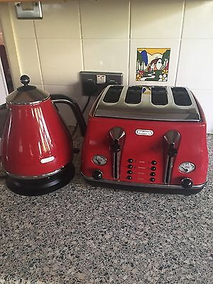 Delonghi kettle and 4 slot toaster. RED