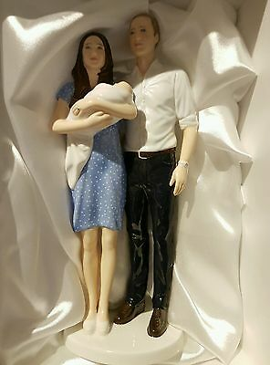 Royal doulton figurine William and Kate Prince George a Royal Birth