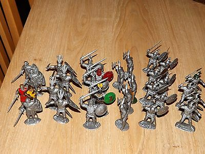 1/32 scale Timpo Plastic Knights  x 29 Knights