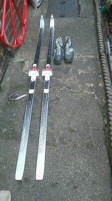 asnes skis with boots