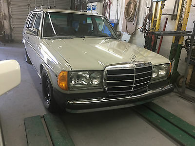 1980 Mercedes-Benz 300-Series MANUAL TRANSMISSION Mercedes 300TD Wagon MANUAL TRANSMISSION RARE !!!!