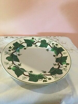 """Wedgwood """"Napoleon Ivy"""" Plate 26Cm Made In England"""