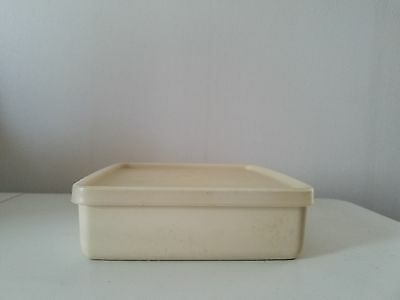 Tupperware Square Away Round sandwich keeper, almond container 670 sheer lid 671