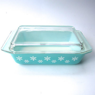 Vintage Pyrex Snowflake Gaiety Turquoise Spacesaver Casserole Lidded Retro 1960s