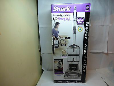 Shark UV440 Navigator Lift-Away Deluxe Upright Vacuum with Extended Reach