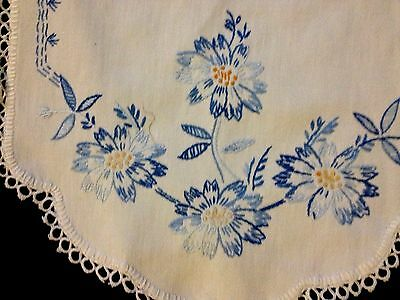 Lovely True Vintage Hand Embroidered Runner Tatting Lace Hem Trim