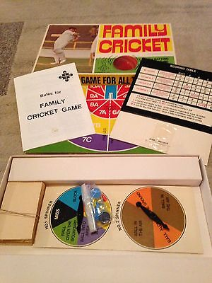 """VINTAGE BOARD GAME """"FAMILY CRICKET"""" 1975 Holdson New Zealand"""