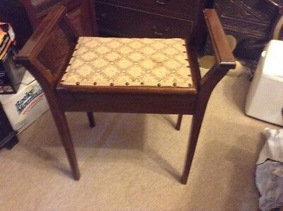 Vintage wooden piano stool in great condition with lift up lid