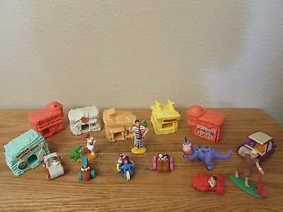 Lot of 16 Flintstone Action Figures/Houses/Businesses All are UCS Amblin Vintage