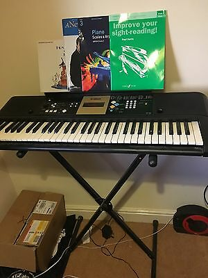 Yamaha YPT-220 Electronic Keyboard With Stand