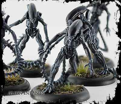 New AVP The Hunt Begins Alien Infants Miniatures