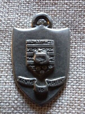 DISCWORLD  TERRY PRATCHETT Thieves Guild Keyring Necklace Shield (RARE) Relisted