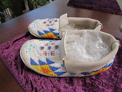"""Vintage Shoshone Moccasins fully beaded sz. 9.5"""" unworn from 1970s"""
