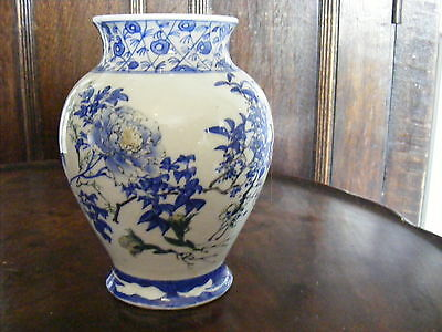 Stunning Antique Chinese Porcelain/ Pottery Blue and White Vase, 16cm H.