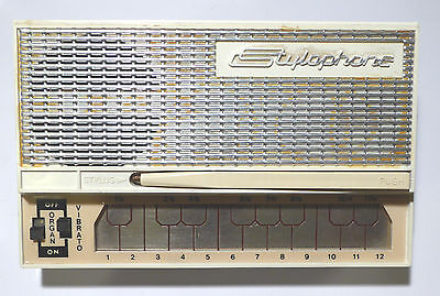 Stylophone white Original 1975 (approx) model made in UK. Not later copy.