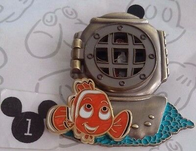 Finding Nemo Jacques the Shrimp Window to the Magic 3D Hinged Disney LE Pin
