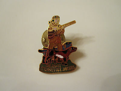 """DAVY CROCKETT Red Blue Coonhound Coon Hunt Tennessee Delegate Jaycees 1 1/8"""" Pin"""