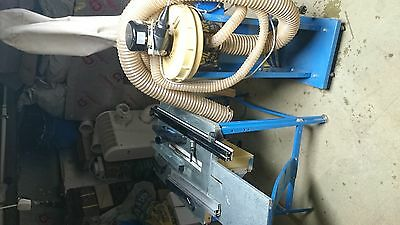 Table saw with extractor