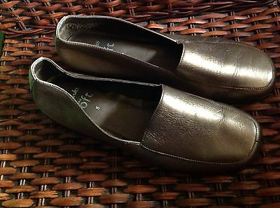gold leather ladies clarks comfort shoes size 5