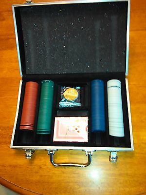 Poker Chip Set Aluminum Carrying Case Deck Giant Face Cards & 3' Piece of Felt