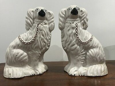 ANTIQUE STAFFORDSHIRE POTTERY FLAT BACK MANTLE SPANIEL DOGS c1820 LARGE 25CM