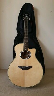 Yamaha APX500III Natural with bag, a capo and six strings pack