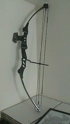 2 right handed compound bows + 3 arrows + arm guard