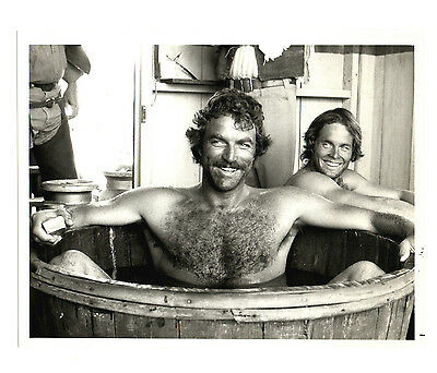 Vintage NBC 1981 THE SACKETTS 7X9 TOM SELLECK Jeff Osterhage BATHTUB!