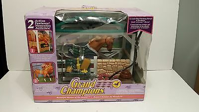 Empire Toys Grand Champions Feed N' Groom Stable 50114