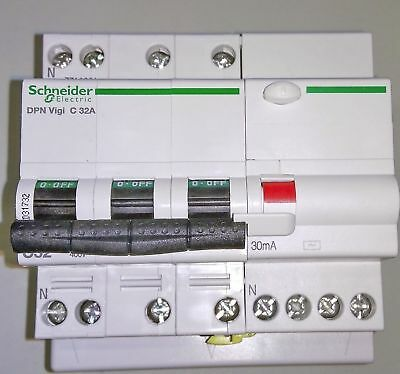 Schneider Electric A9D31732 Residual Current Device DPN N Vigi C 32A 30mA (60)