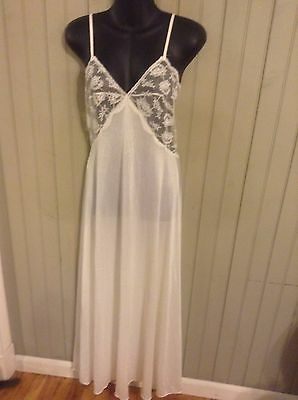 Exciting! Vintage white Miss Elaine small long nightgown with sheer lace top