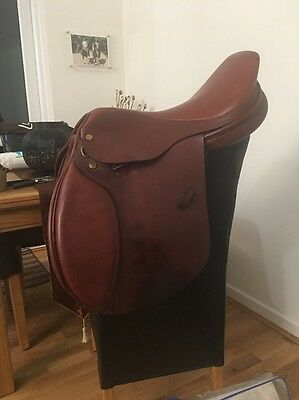 17.5 Inch French Tan Leather Close Contact Jumping Saddle Narrow To Medium Width